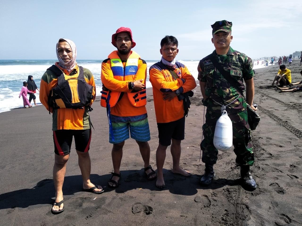 Pengamanan Tim Siaga Bencana di Pantai Jatimalang Kec. Purwodadi