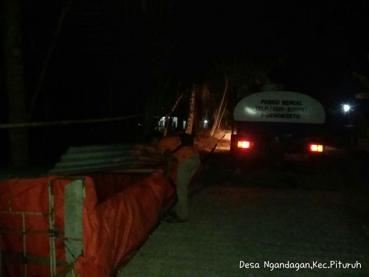 DISTRIBUSI BANTUAN AIR BERSIH HARI KE-85 DI DESA NGANDAGAN